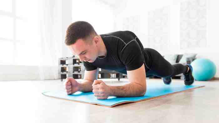 Plank es un gran ejercicio para transformar tu cuerpo al fortalecer tu core
