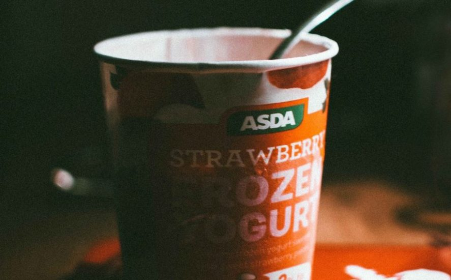 Porqué guardar comida en envases de yogurt podría causar cáncer, alerta Profeco