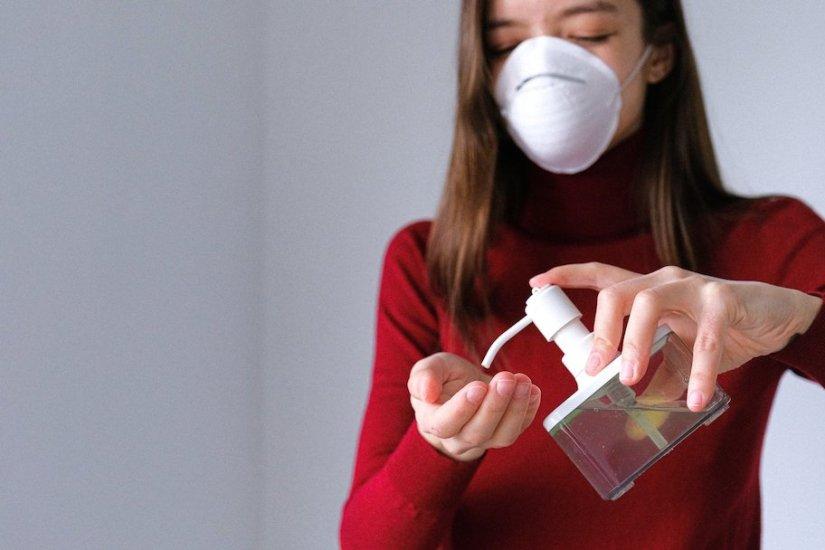 Covid-19 y piel: cómo aliviar los estragos derivados del uso cubrebocas, jabones y gel
