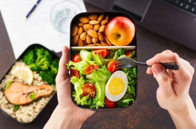 Es cierto que el desayuno es la comida más importante del día, e influye en la pérdida de peso, siempre y cuando sea nutritivo.
