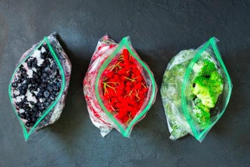 Conserva frutas y verduras en bolsas de plástico