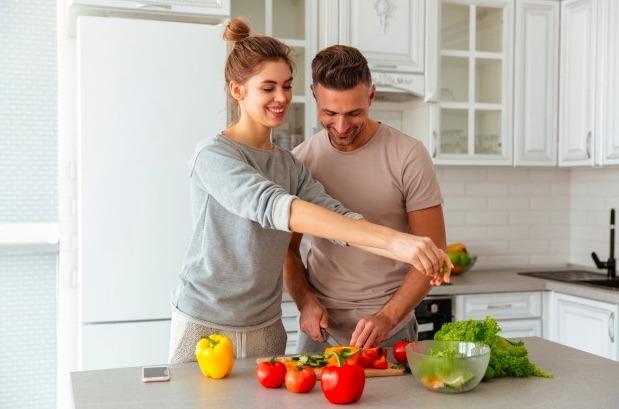 Las frutas y verduras estimulan la producción de lactobacilos y bifiídobacterias, que favorecen la salud de la microbiota