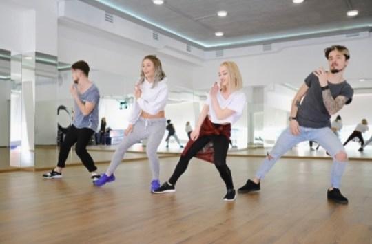Existe evidencia de que bailar hip hop estimula el sistema cognitivo de las personas.