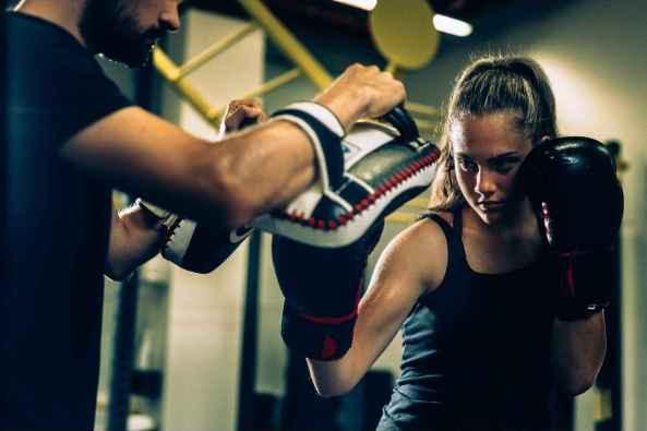 El cardio kickboxing se puede practicar de manera individual.