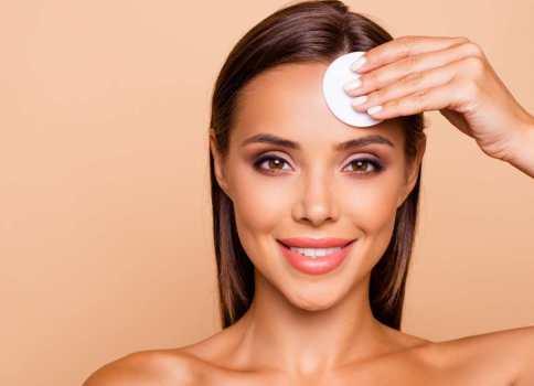 Agua micelar: tu aliado de belleza 3 en 1 para cuidar la piel