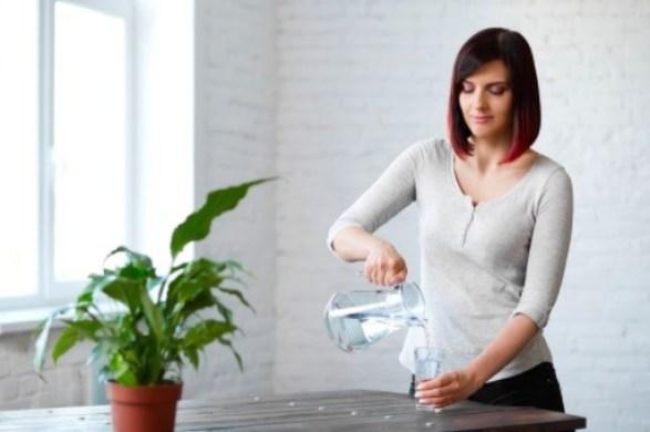El agua natural será tu mejor aliada para bajar de peso después del confinamiento.