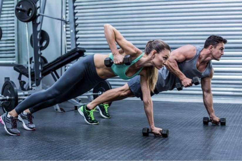 4 Ejercicios con pesas o mancuernas para aumentar masa muscular