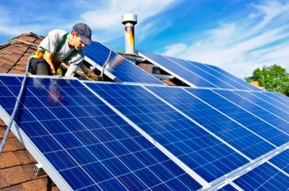 Usar energía solar en tu casa tiene beneficios para ti y para el medio ambiente.