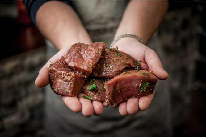 Se puede consumir carne vegetariana sin la necesidad de abandonar el sabor de la carne animal.