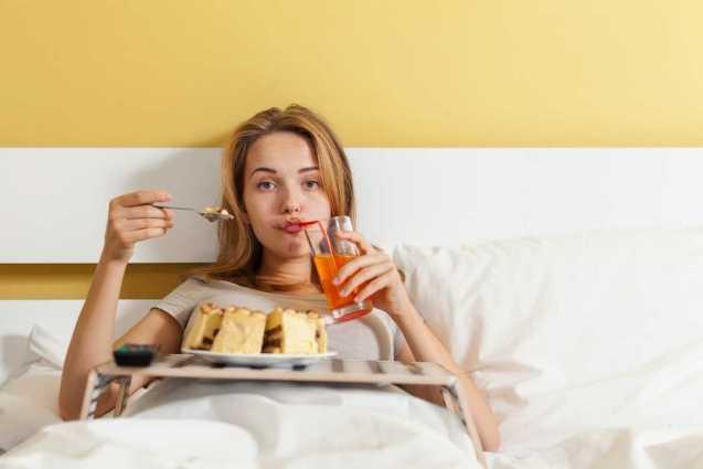 La gula en personas ansiosas se presenta al tratar de escapar se sus problemas. mientras consumen diferentes alimentos de forma compulsiva