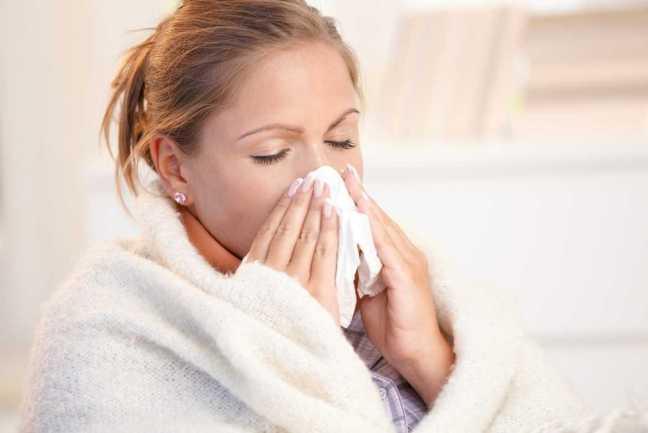 Si presentas síntomas de gripe, la recomendación es de consultar con tu médico de inmediato para evitar las complicaciones.