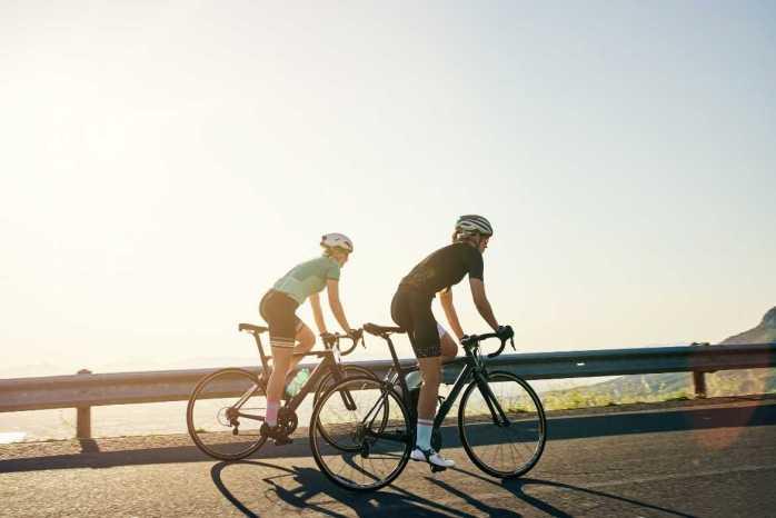Dormir bien contribuye a aumentar la masa muscular y a reparar los tejidos dañados por la actividad diaria.