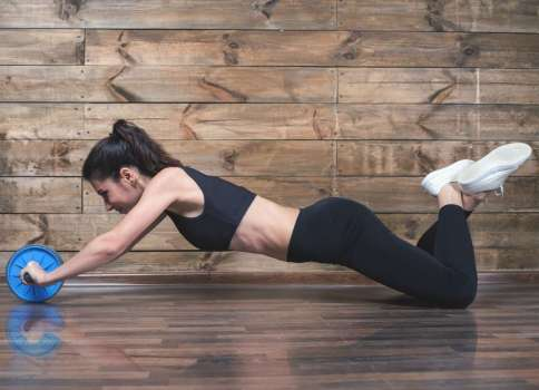 3 Ejercicios efectivos con rueda abdominal para lograr un six pack