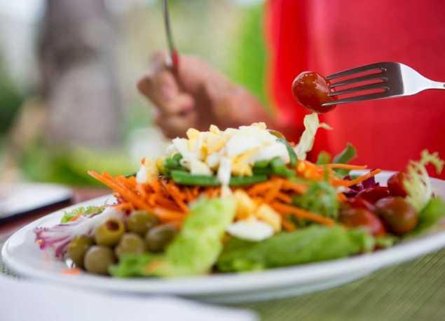 Las ensaladas tienen muy pocas calorías, favorecen la digestión y actúan en beneficio de la salud y el bienestar de tu cuerpo