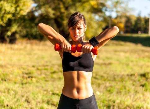 6 Beneficios de hacer ejercicios con pesas para principiantes