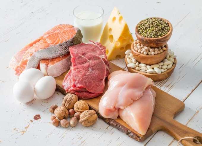 Los carbohidratos solo nos dan un impulso rápido, para después descender drásticamente nuestros niveles de insulina, generando más ansiedad. Esto se contrarresta consumiendo más cantidad del verdadero alimento saciante, que es la proteína.