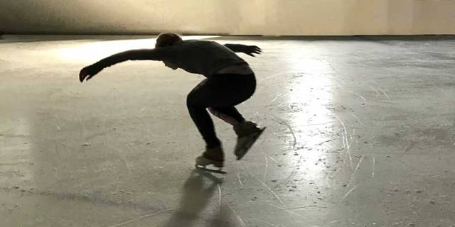 contemporary-ice-skating-one-person-on-ice-american-ice-theatre