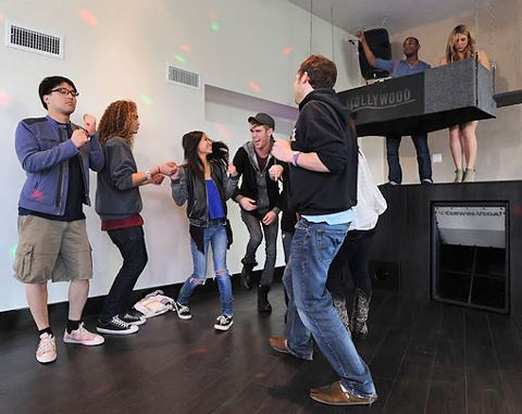 American Idol 2012 Top 9 mansion move-in