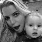 Jessica Simpson and baby watch American Idol