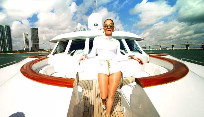 "Jennifer Lopez in ""I Luv Ya Papi"" – 05"