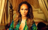 Jennifer Lopez sings I Luv Ya Papi