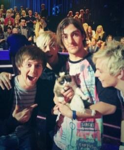 Grumpy Cat with R5 on American Idol
