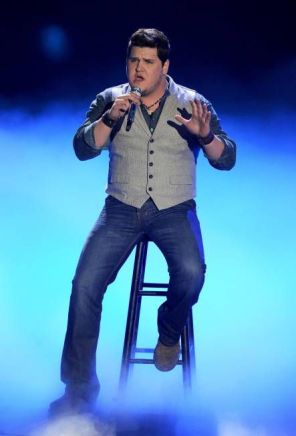 Dexter Roberts performs on American Idol