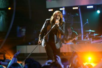american-idol-2014-top-3-performances-caleb-01