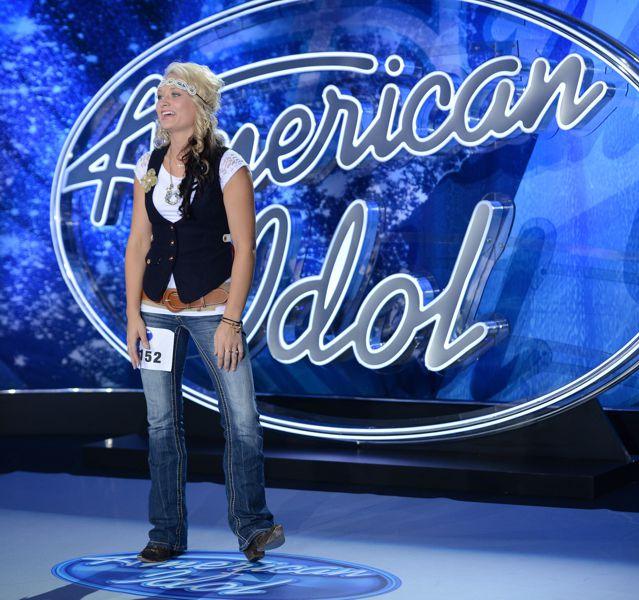 Cindy Jo Scholer performs on American Idol