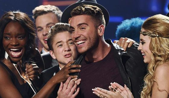 Nick Fradiani congratulated by fellow Idol contestants