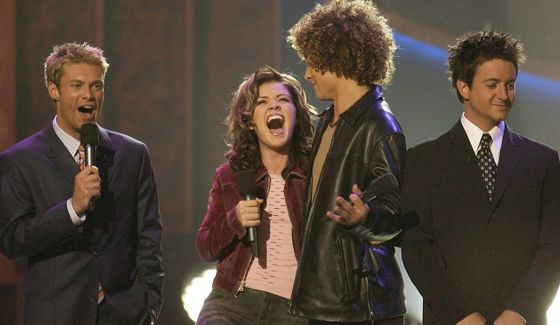 Ryan Seacrest, Kelly Clarkson, Justin Guarini, & Brian Dunkleman on American Idol