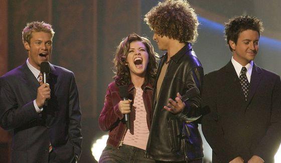 Ryan Seacrest, Kelly Clarkson, Justin Guarini, & Brian Dunkleman on American Idol