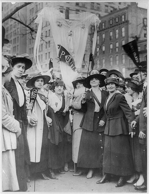 Photograph of female garment workers in NYC parade, 1919 (Courteay Library of Congress)