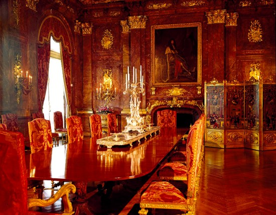 An empty dining room decorated in an opulent European style.