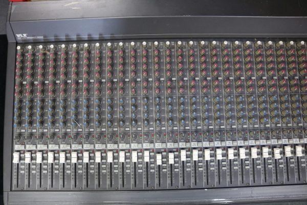 Mackie 32-4 Analog Mixer lt top