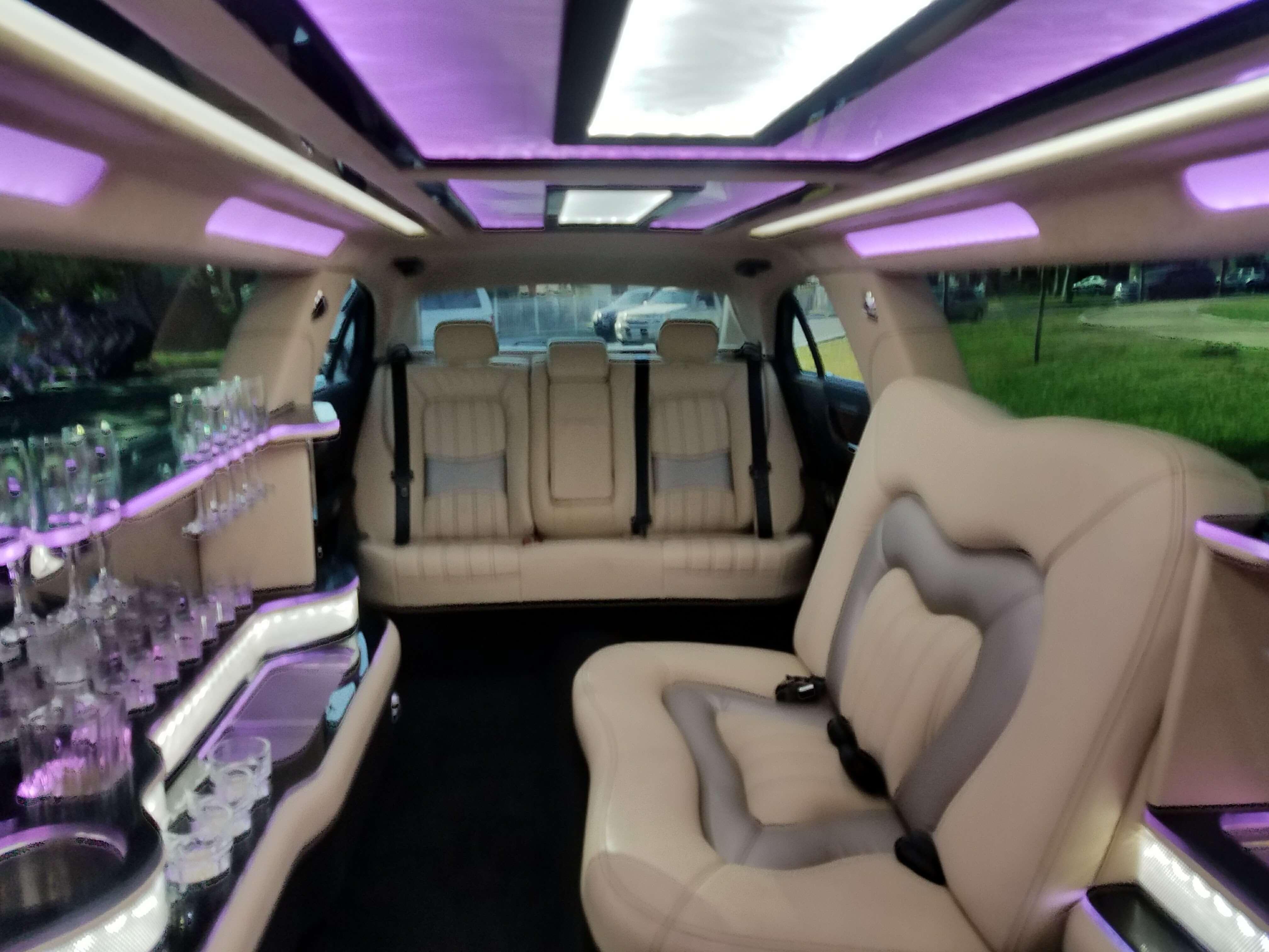 Lincoln Continental Black 140 inch Limousine