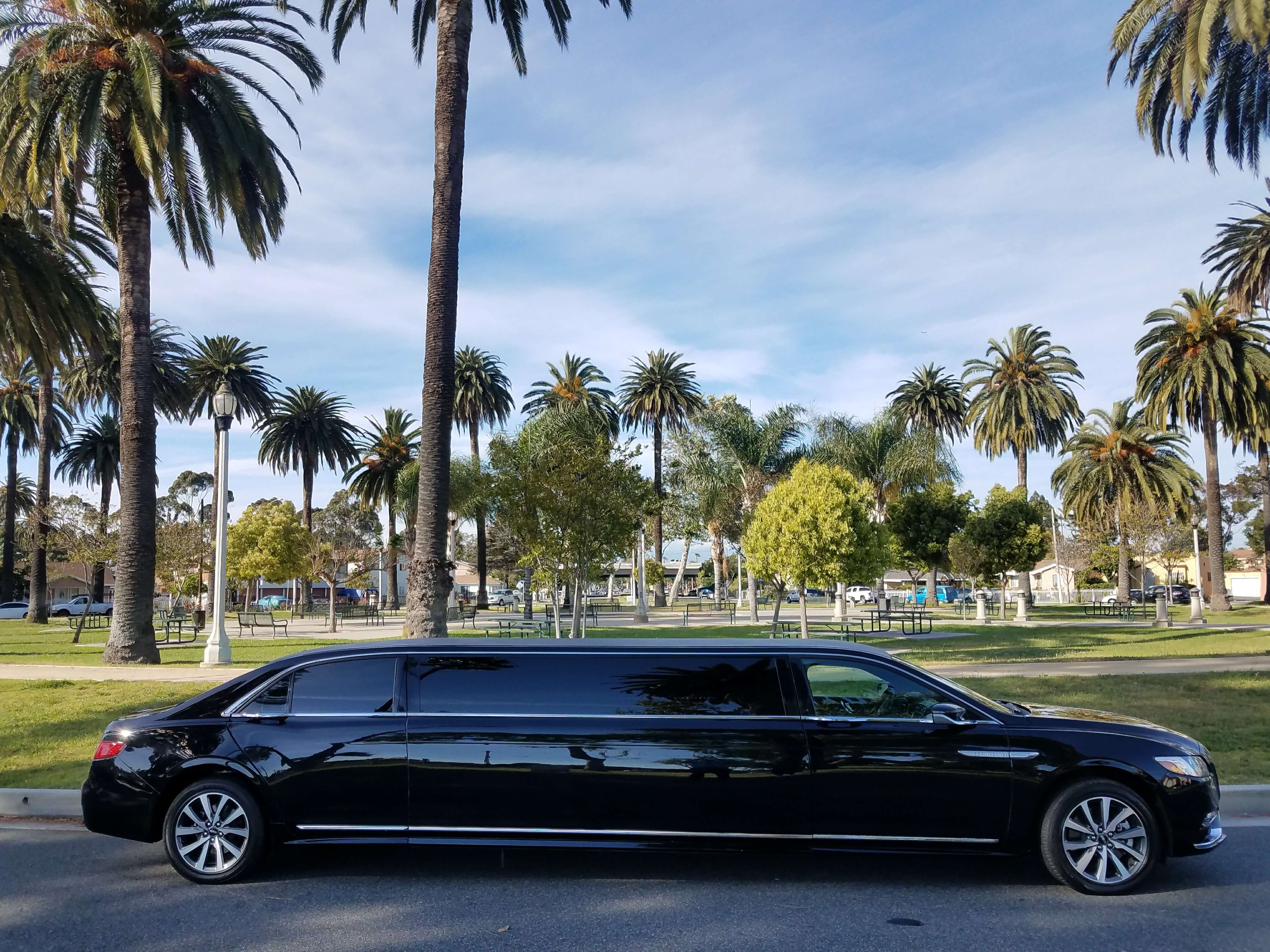 Lincoln Continental Black 140 Inch Limousine For Sale 1041