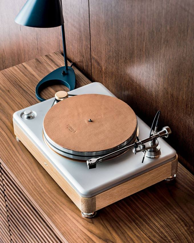 Shinola Runwell turntable in site