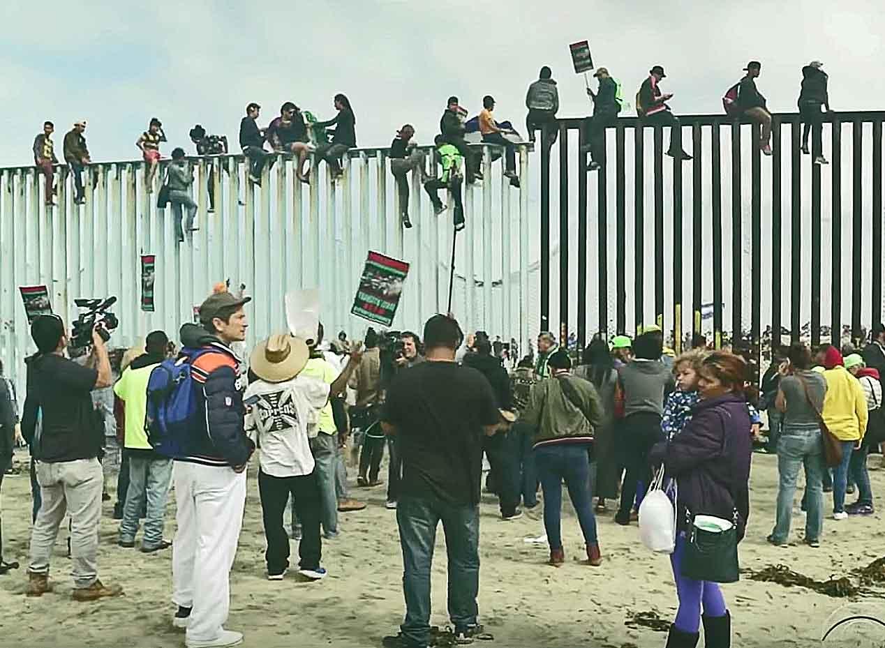 Showdown At Border Us Officials Say Border Crossing Is