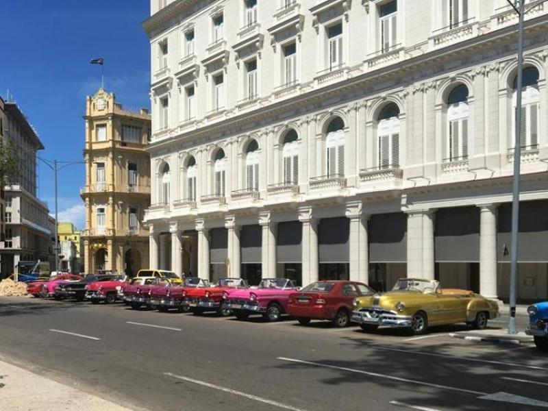 old American cars outside Gran Hotel Havana