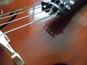 cello tailpiece reflected off top