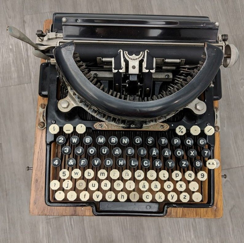 Jack London's typewriter on display at the American Writers Museum