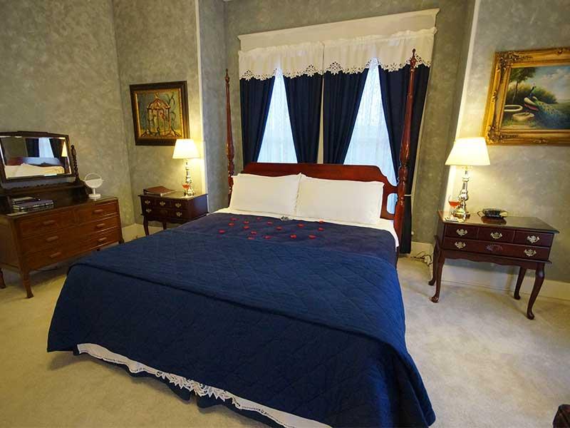 2020 Jacuzzi Suite | Americus Garden Inn Bed & Breakfast, Georgia