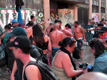 Demonstrierende klagen über Verbrennungen und Verätzungen nach Wasserwerfereinsätzen der Polizei