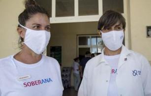 Beatriz Paredes Moreno und Meiby de la Caridad Rodríguez González vom Instituto Finlay de Vacunas arbeiten am Impfstoff gegen den neuartigen Coronavirus