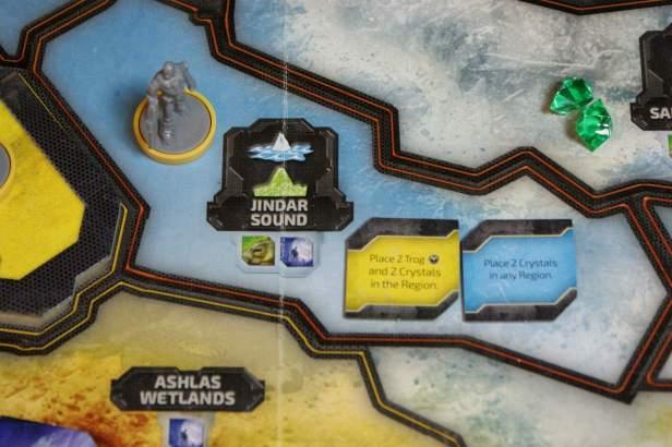 De speler ontdekt bij movement Trogs en een Discovery token.