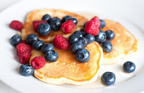 Whole-Wheat-Greek-Yogurt-Pancakes