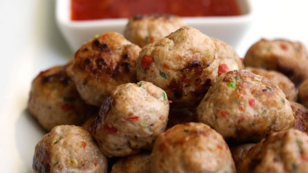 Low carb paleo Thai Spiced Mini Chicken Meatballs by food blogger Sprinkles & Sprouts