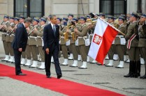US President Barack Obama (R) iand Polis