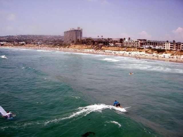 Серфинг - отличная возможность для развлечений в Сан-Диего.